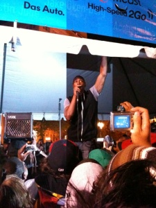 Dave Chapelle makes a surprise visit at Pioneer Square in Portland (Via @riotgrrrl6161)